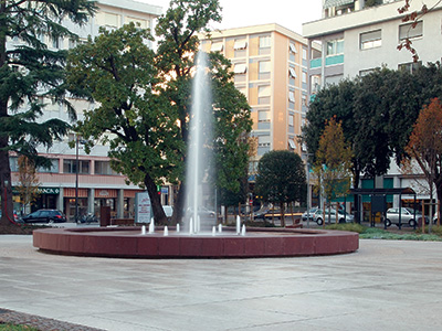 Fountain with pine-tree and geyser nozzles, Pordenone